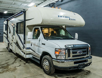 Used 2015 Thor Freedom Elite 28H Ford Gas Class C Motorhome - Only 13,800 Miles