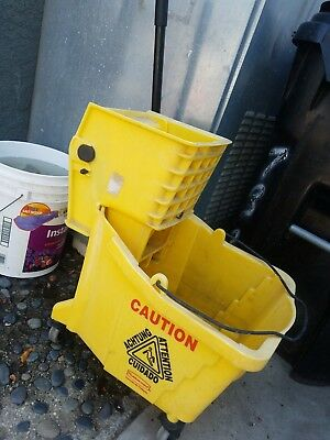 Rubbermaid 8g Bucket and Wringer Combo used