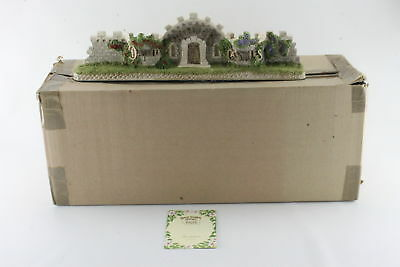Vintage 1994 David Winter Cottages The Castle Wall Ceramic Figurine w/ Box