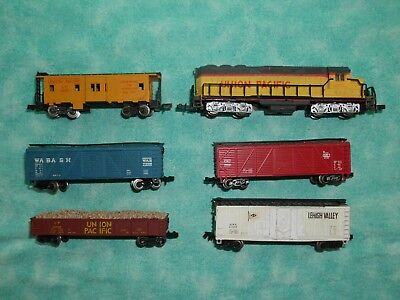 BACHMANN  DIESEL LOCOMOTIVES AND 5 x FREIGHT WAGONS N SCALE