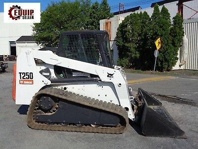 BOBCAT T250 TRACK Skid Steer Loader - Enclosed Cab - Auxiliary Hydraulics
