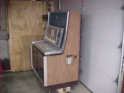 Seeburg Stereo Phonograph LS1 Jukebox with Records