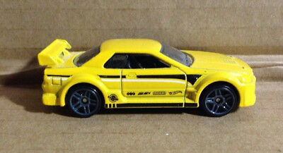 HOT WHEELS 2016 NIGHTBURNERZ Excl NISSAN SKYLINE GT-R R32 YELLOW 1:64 LOOSE MINT