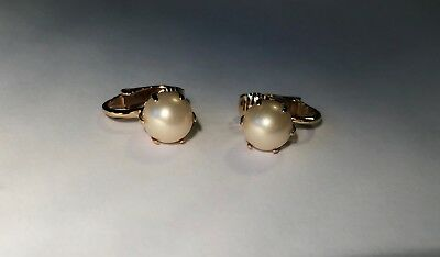 Vintage Trifari Clip Earrings Cream Round 8mm Pearl set in Gold