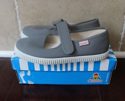 NEW Cienta Girls Grey Canvas Mary Jane Shoes Size 3 US (Size 34 EU)