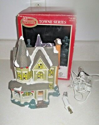 Dickens Lighted Christmas Village Bldg Christmas House. Towne Series, Victorian