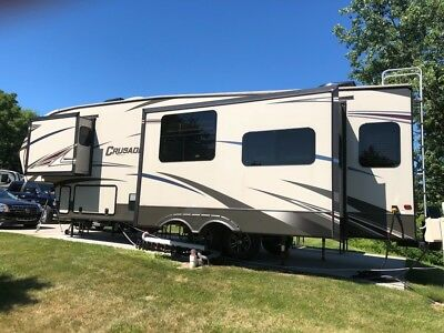 Price Reduced! 2016 Fifth Wheel Crusader 315RST 5th Wheel Rear Living 33 ft long