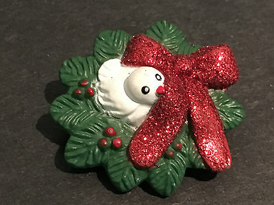 Vintage Christmas Scatter pin. Hard plastic white dove in Wreath - Glitter bow.