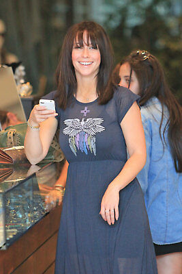 Jennifer Love Hewitt With Cell Phone In Hand 8x10 Photo Print