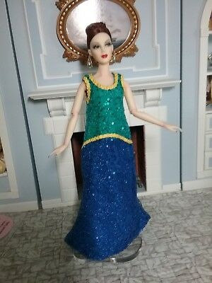 """Bold Color for a Trapeze Shape Dress that fits most 16"""" Fashion Dolls"""