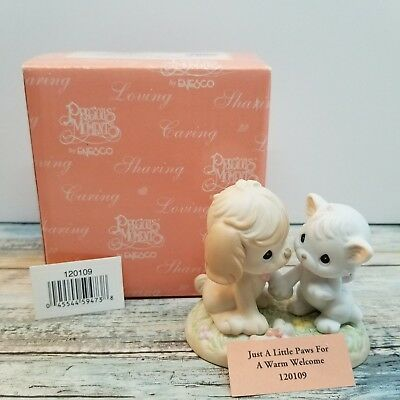 New Precious Moments 2004 - Just a Little Paws for a Warm Welcome #120109 NIB
