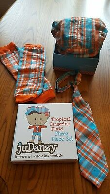 juDanzy 3-Piece Set. Cabby hat, tie & legwarmers