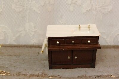 M12 Vintage Wooden Bathroom Sink Cabinet With Towel Dollhouse Miniature