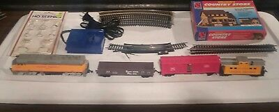 LIFE LIKE UP Diesel HO SCALE ELECTRIC TRAIN SET READY TO RUN! Signs &  Building!