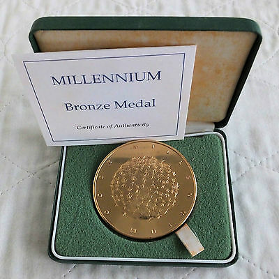 2000 ROYAL MINT 63mm MILLENNIUM BRONZE MEDAL - boxed/coa