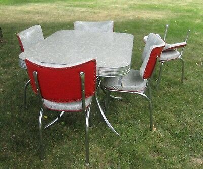 Table Gray Crackle Formica 1950's Chrome Kitchen & 5 Chairs (Chairs need work)
