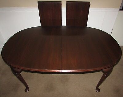 Ethan Allen Georgian Court Cherry Queen Anne Dining Room Table, 2 Leaves 11-6214