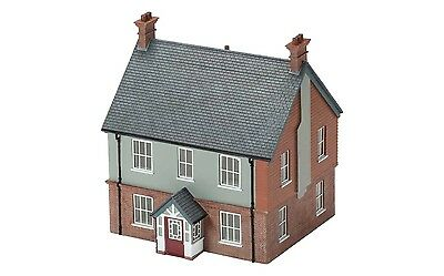 Hornby Modern Detached House R9804 OO Scale (suit HO also) - Special Offer