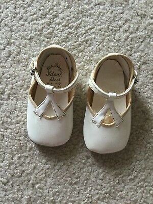 """White Off White Patent Baby Shoes 1970's Mrs. Day's Ideal Shoes 4"""" Long 1 1/2"""" W"""