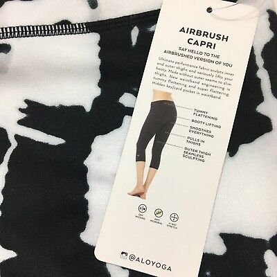 New Alo Yoga Women's Airbrush Capri Legging Small Black White Tie Dye