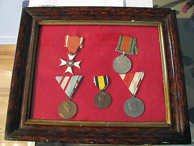 5X medals war WW1 and WW2 with antique frame