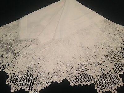 Vintage Hand Crocheted White Linen Tablecloth ~ Spring Daffofdils