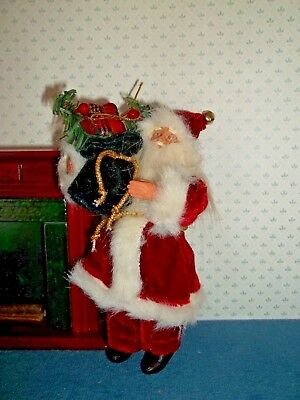 Wonderful Old Fashioned Santa - With Gifts  - Doll House Miniature