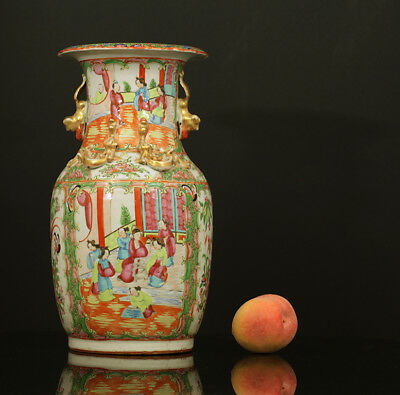 A BEAUTIFUL antique CHINESE PORCELAIN FAMILLE ROSE CANTONESE CABINET VAAS 1900