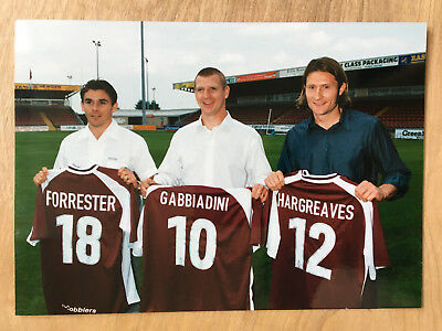 7x5 Colour press photo Northampton Town FC Forrester Gabbiadini Hargreaves sign.