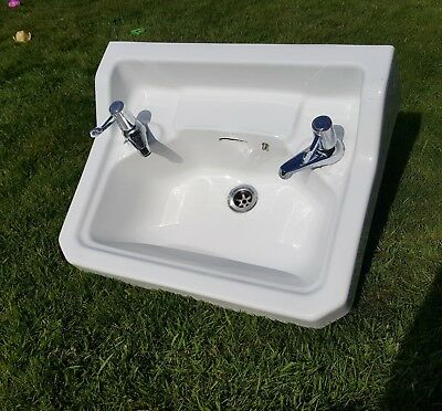 Vitreous Sink With Taps And Wall Brackets S1188