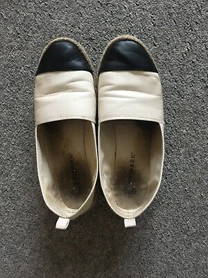 well worn ladies Flat Shoes Size 6