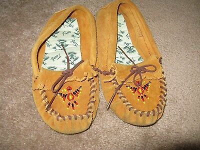 Vintage Taos leather moccasins with Thunderbird beading on toes size 4
