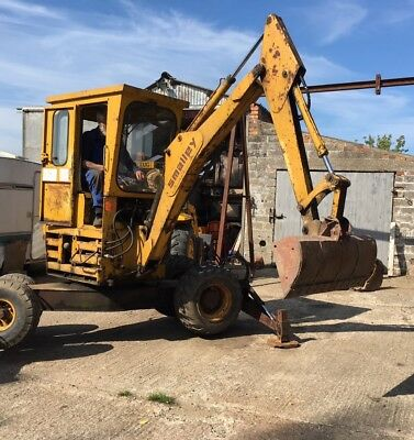 Smalley 425 360 Mini Digger, Self Propelled Excavator, Four Buckets.