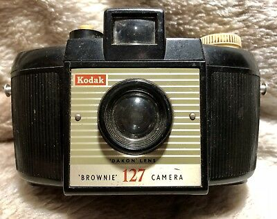 Kodak 127 Brownie camera. Made In England. Great Vintage Condition