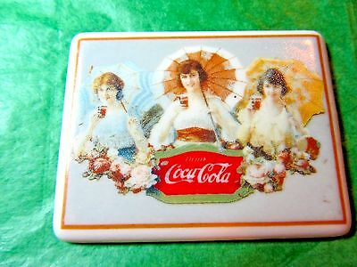 VINTAGE 1991 COCA COLA 3 UMBRELLA GIRLS CERAMIC REFRIGERATOR MAGNET (233x)