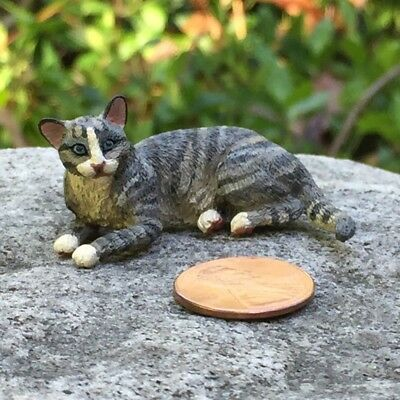 Dollhouse miniature cat by artisan Leslie Frick