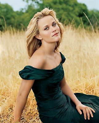 Reese Witherspoon Posing Sitting On The Straw 8x10 Picture Celebrity Print