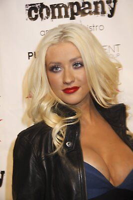 Christina Aguilera Posing For The Photo 8x10 Picture Celebrity Print