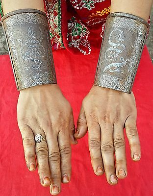 Antique Rare Iron Hand Carved Mughal Arm/hand/wrist Guard With Silver Wire Work
