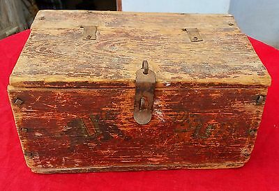 1850's ANTIQUE BEAUTIFUL TRIBAL WOODEN HAND PAINTED DIFFERENT FIG. JEWELLERY BOX