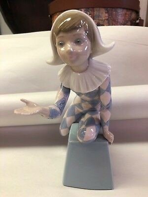 "Lladro #5077 ""Harlequin C"" clown/jester on letter ""C"" block - MINT,no box,"