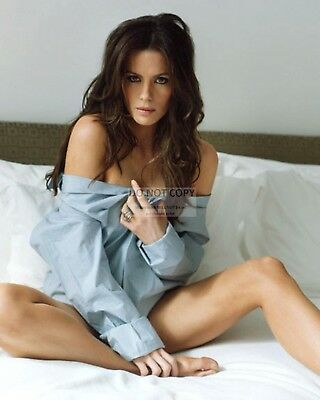Actress Kate Beckinsale Pin Up - 8X10 Publicity Photo (Bb-197)