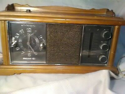 Philco Ford All Transistor Clock Alarm AM FM Radio Vintage Retro Wood case