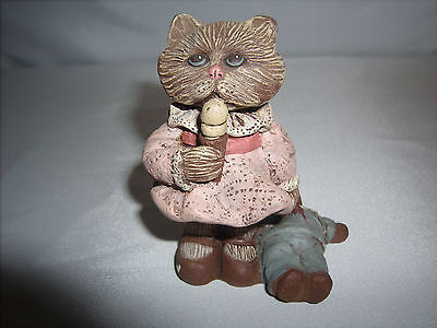 1990 Sarah's Attic Granny's Favorites Lulu Cat Figurine (Retired) Made in U.S.A.