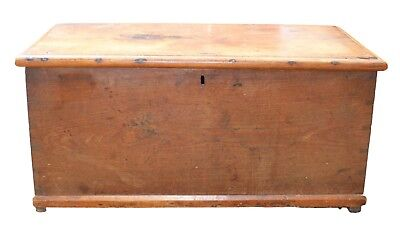 Beautiful Medium Sized Antique Elm Blanket Box in Lovely Condition