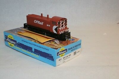 Athearn blue box HO scale Canadian Pacific SW-7 powered 816