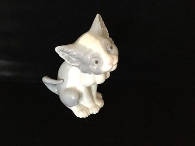 Lladro Retired Figurine #5113 Cat 'feed Me' Mint Condition