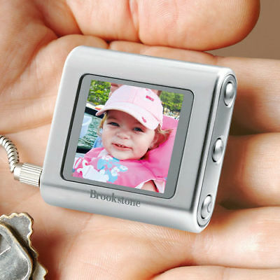 Brookstone my life Digital Photo Keychain Includes Silicone Protector