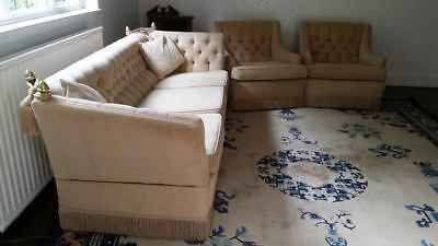STUNNING VINTAGE BUTTON BACK DROP ARM SOFA AND 2 CHAIRS Suite