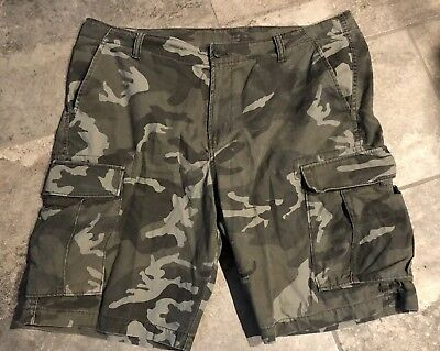 OLD NAVY Mens Camo Shorts 40 X 10 Very Good Condition